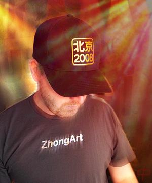 La casquette avec le logo de ZhongArt pour les Jeux Olympiques 2008 à Pékin.